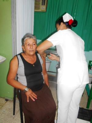 20180414155106-vacuna-bendita-para-julia.jpg